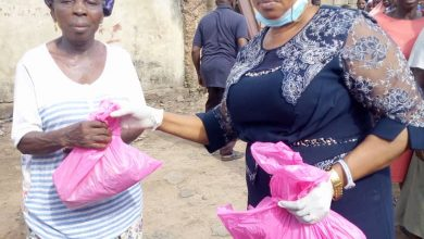 Photo of COVID-19 LOCKDOWN: COMMUNITY LEADER GIVES RELIEF FOOD PACKAGES TO OJOKORO RESIDENTS
