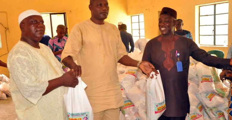COVID-19: Ojokoro boss dole out relief packages to the vulnerable