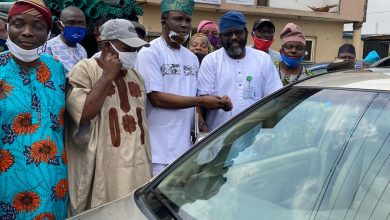Photo of 1 year in Office: Lagos Legislator, Temitope Adewale dole out cash gift, car to residents