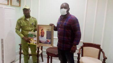 Photo of NYSC CLO, Jimoh Badmus honors Mayor Dele Oshinowo