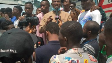 Photo of Lagos Council boss calms #ENDSARS protesters