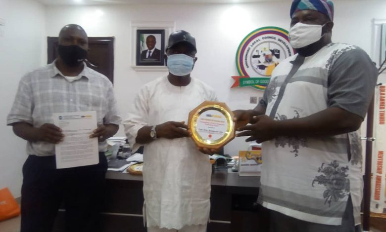 Photo of ONIGBONGBO COUNCIL BOSS BAGS 2020 AWARD FOR COVID19 RESPONSE