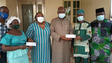 Photo of Hon. Olabinjo (BAO), wife validate APC membership registration