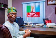 Photo of Abiru Donates Facemasks To Lagos Teachers, Pupils