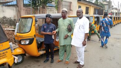 Photo of Olabinjo (BAO) doles out third sets of tricycles to Ifako-Ijaiye / Ojokoro constituents
