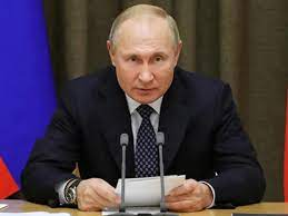 Photo of Vladimir Putin signs a law that would allow him stay in power until 2036