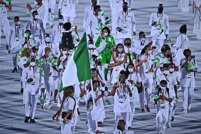 Photo of Nigerian officials, athletes clash over Samsung phone gifts